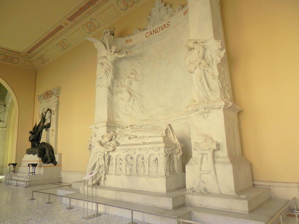 2 800px-Mausoleo_de_Cánovas_del_Castillo_(Madrid)_03